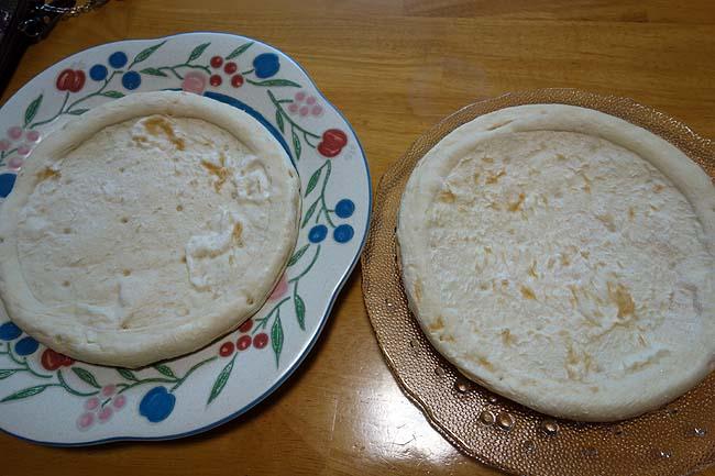 業務スーパー5枚338円の内2枚余ってたピザ生地を使って「ミックス&ツナコーンピザ」