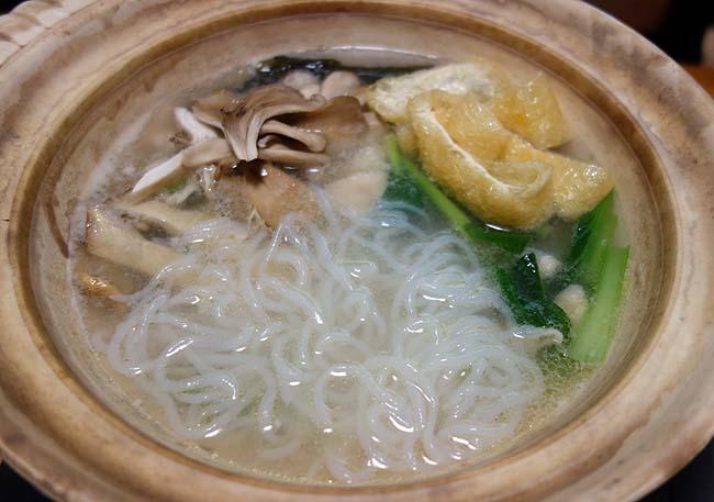 博多「鶏水炊き鍋」の簡単アレンジ版で豚しゃぶ鍋にもしてしまおう♪