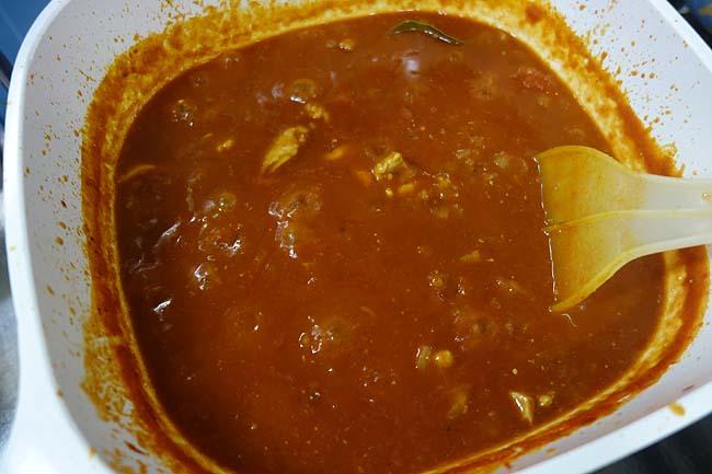 その投入するスパイスは50種類以上!家庭で簡単に出来る「インドチキン豆カレー」