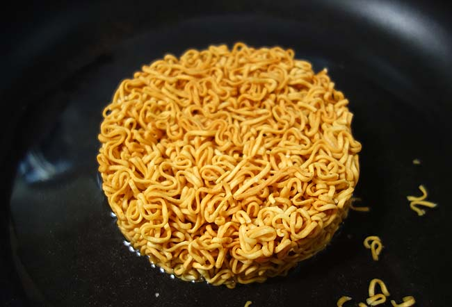 チキンラーメンの焼きそば?アジアン焼チキン(南国タイのパッタイ風)果たしてその味は?