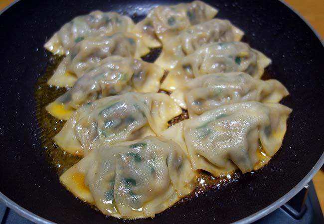 ティファール[T-fal]のフライパンに替えてみた結果・・・果たして餃子はうまく焼き上げることができるかのか?