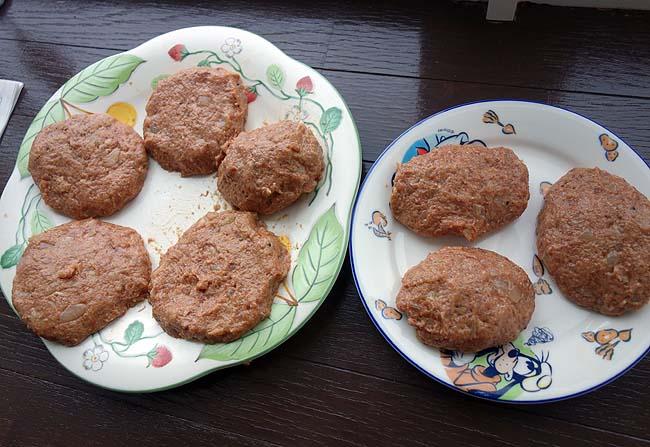 北海道和牛[大雪山高原牛]100%を使ったハンバーグ作り「チーズバーガー」晩酌