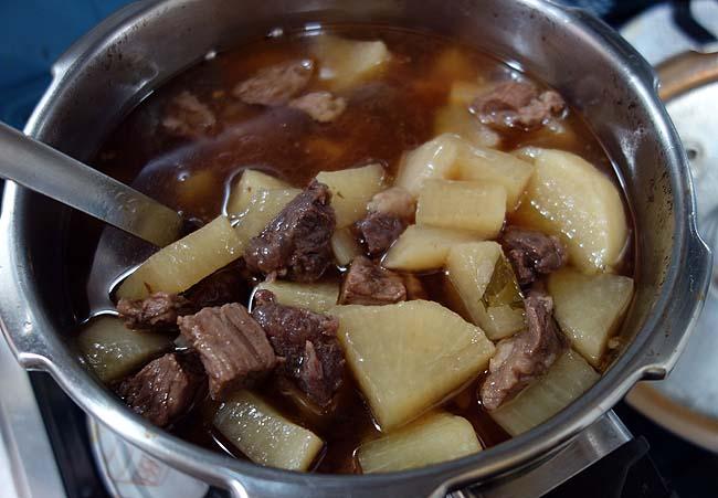 大根がそろそろダメなんでシチュー肉を使った「牛肉と大根の煮込み」