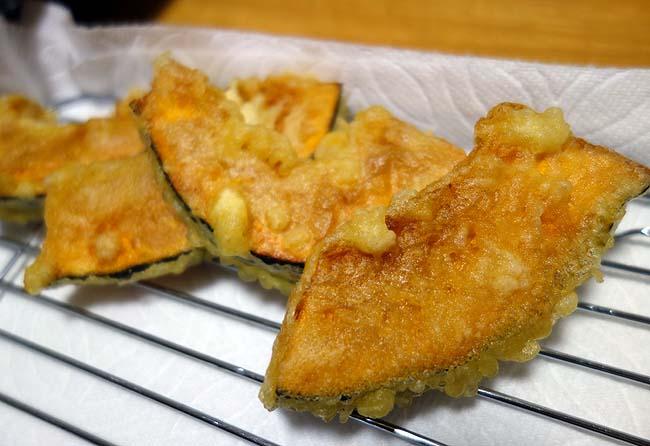 25円の半額コロッケ・ミートスパ・黒ガレイ焼き・ステーキ丼・ポテサラ・かぼちゃ天ぷら