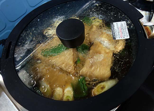 地元北海道積丹産「黒カレイ」を使った子持ちガレイの煮付け