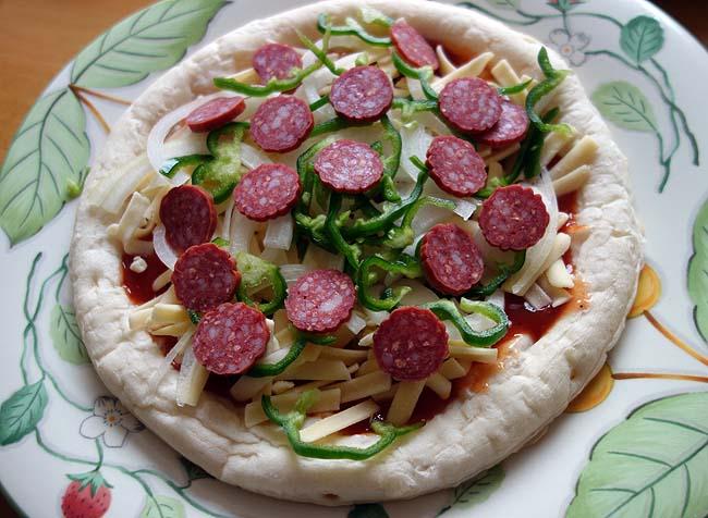 業務スーパーナポリ風ピザクラフト5枚338円!今回もサラミピザ・シーフードピザの2種類作製