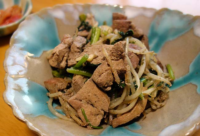 大量の豚レバー・ハツともやしを利用した徹底節約の「レバもやし中華炒め」