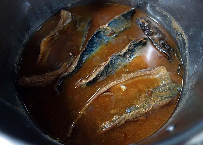 立派な宮城県産のごま鯖が手に入った♪圧力鍋で骨まで柔らか「サバ味噌煮」