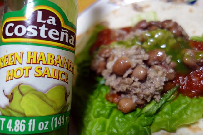 業務スーパーのトルティーヤ・サルサソース・ボロッティ豆を使ってタコス巻き巻き♪