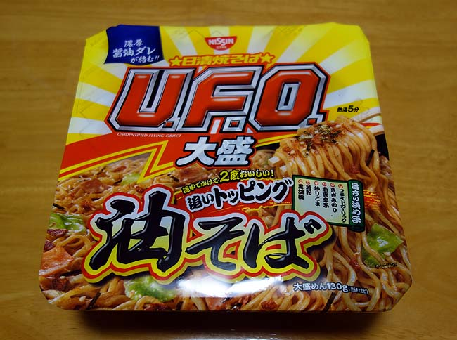 日清焼きそば「UFO」の大盛り油そばが90円やったんで思わず購入[濃厚醤油だれ追いトッピング]