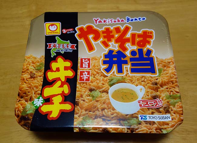 北海道限定「やきそば弁当」♪その旨辛キムチ味とはどんな味?[マルちゃんカップ焼きそば]