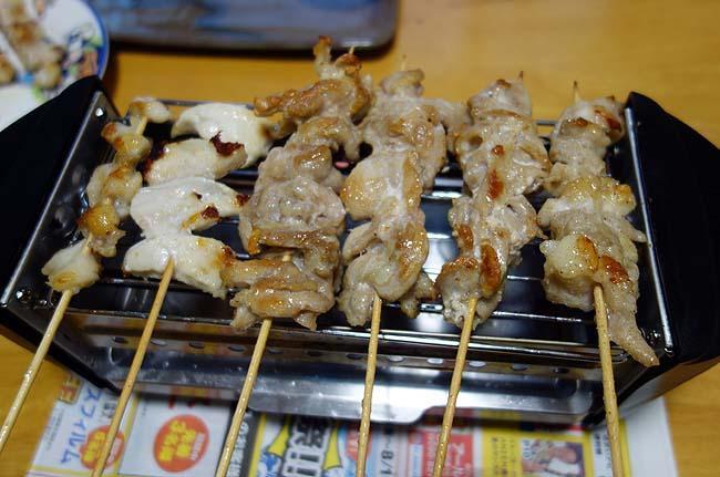 家昼呑み定番!「ミニ焼き屋台」焼鳥に豚タンを加えてみました
